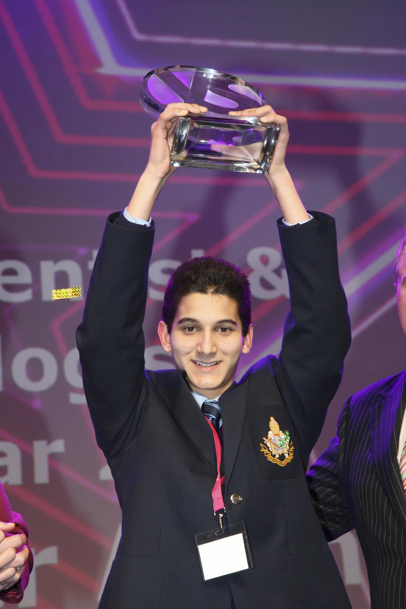 Ο περσινός νικητής της κατηγορίας της υπολογιστικής, Alexander Amini, μελέτησε τις κινήσεις των αθλητών του τέννις